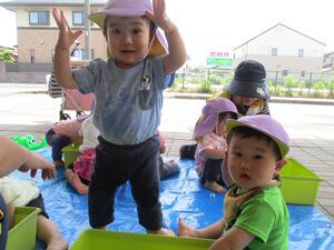 茨城県つむぎ保育園龍ヶ崎園 水遊び保育写真