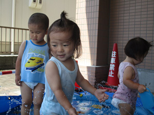 茨城県つむぎ保育園龍ヶ崎園 水遊び写真