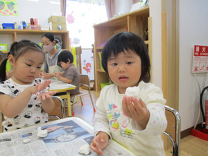 茨城県つむぎ保育園龍ヶ崎園 食育お団子作り写真