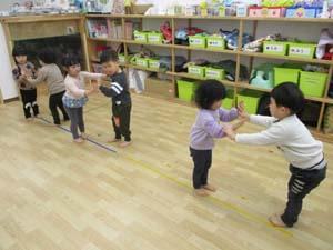 茨城県つむぎ保育園龍ヶ崎園 お遊戯会練習こども写真