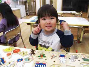 茨城県つむぎ保育園龍ヶ崎園 園児室内遊び写真