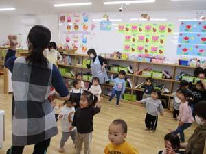 茨城県つむぎ保育園龍ヶ崎園 ダンス園児先生写真